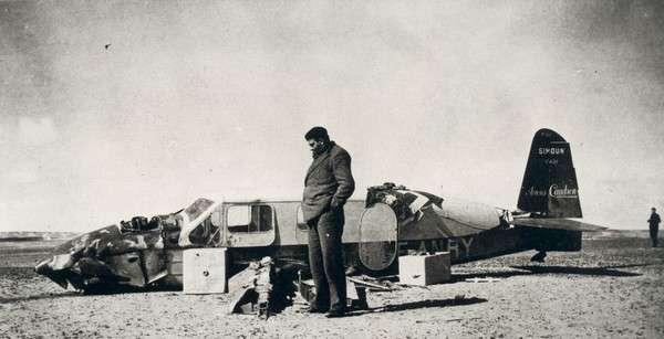 En 1935, pour Antoine de Saint-Exupéry, le raid Paris-Saïgon se termine par un crash dans un désert égyptien. © Succession Antoine de Saint-Exupéry