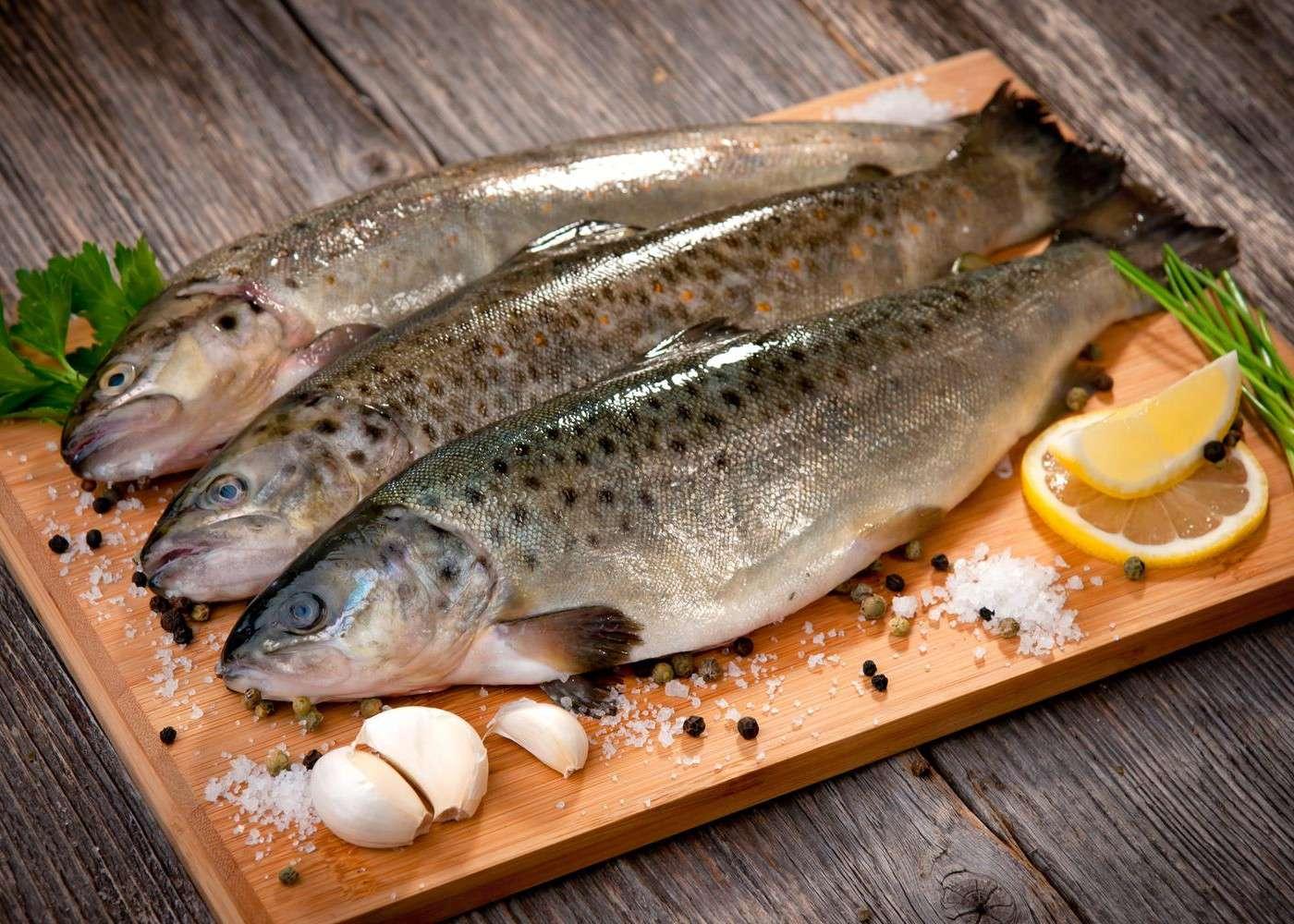 Les femmes enceintes sont invitées à consommer plus de poisson, comme de la truite. © Dani Vincek, Shutterstock