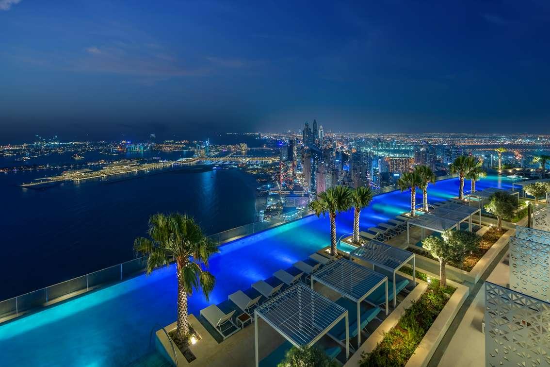 La piscine de l'Address Beach Resort de Dubaï mesure deux fois la taille d'un bassin olympique. © Address Hotels by Emaar, Twitter