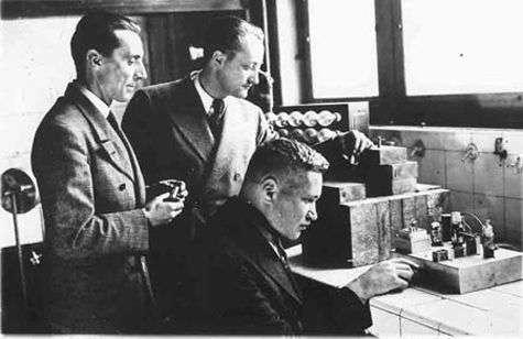 De gauche à droite : Joliot-Curie, von Halban, Kowarski. Crédit : institut Joliot-Curie.