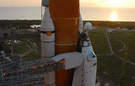 Atlantis en route pour son pas de tir. Crédit NASA.