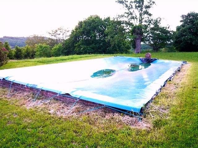 L'enrouleur de bâche de piscine est un outil indispensable pour une bâche toujours bien rangée. © Philippe de la Boirie, Flickr, cc by 2.0