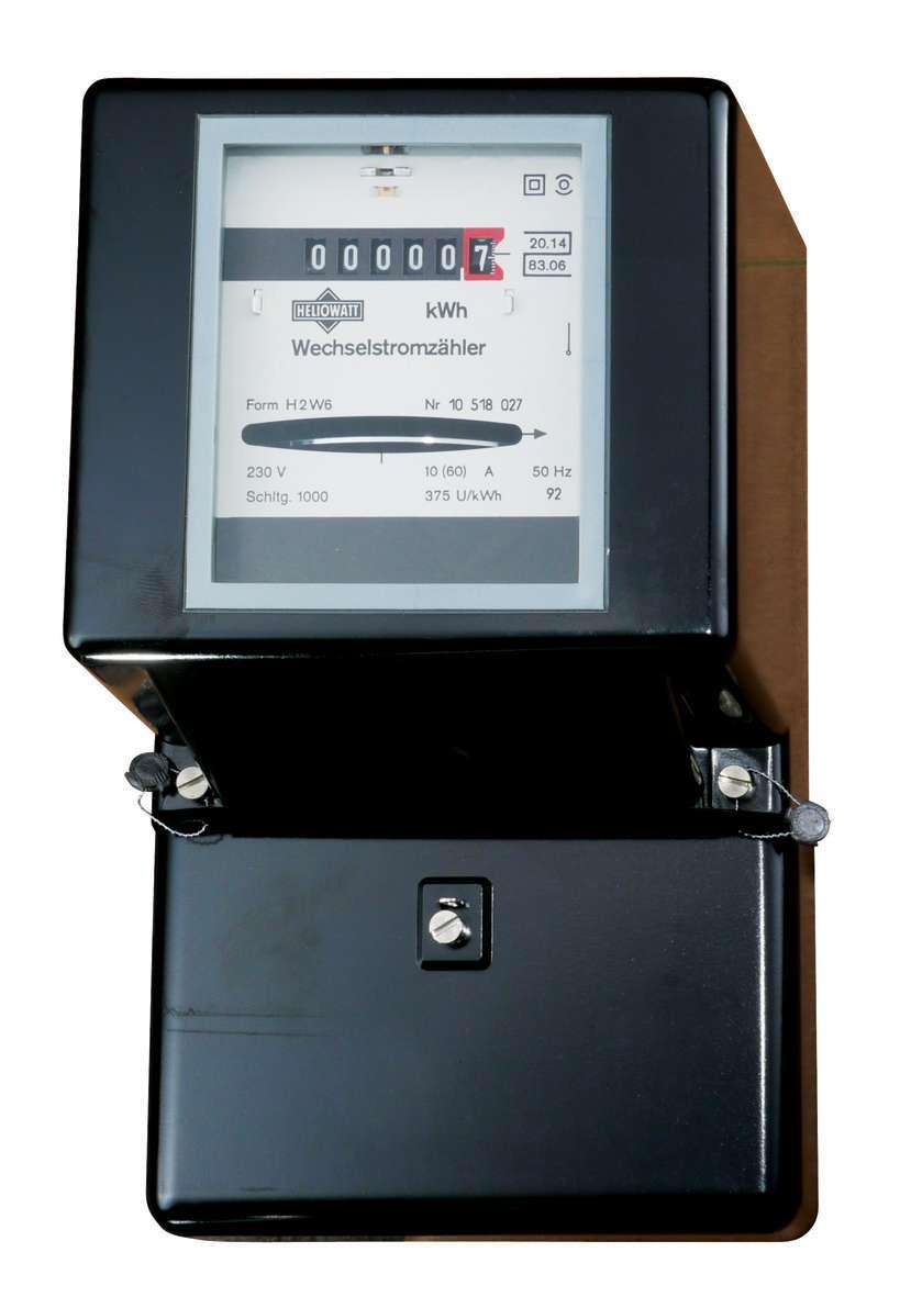Le compteur d'électricité mesure la consommation d'une installation en kWh. © Pierre, CC BY-SA 3.0, Wikimedia Commons