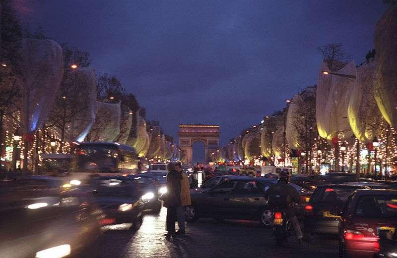 La pollution atmosphérique provient principalement des rejets des automobiles et des usines. Elle est donc la plus forte en ville, Paris en tête. © Greg O'Beirne, Wikipédia, cc by sa 3.0