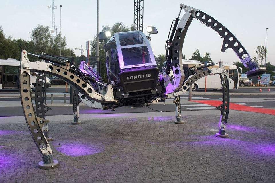 Le robot hexapode Mantis a la particularité d'être transportable sur une remorque, puisqu'il ne mesure que 4,2 m de long, pour 2,2 m de large, une fois replié. © Matt Denton