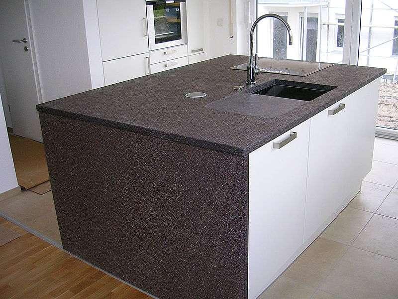 Pour choisir parmi les plans de travail de cuisine, n'oubliez pas de prendre en compte l'espace de la pièce. © Giacomo1970, Wikimedia Commons, CC BY-SA 3.0