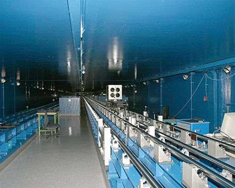 Tunnel optique reliant entre eux une partie des télescopes du VLT par interférométrie (delay line tunnel). Crédit ESO