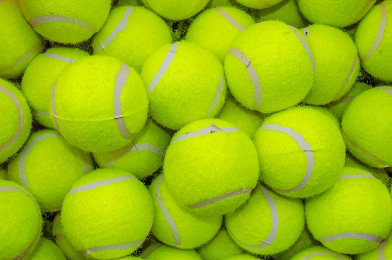 En estimant combien d'arrangements différents sont possibles pour un système composé de 128 balles de tennis, les chercheurs espèrent aider à résoudre des problèmes de physique de la matière granulaire autrement plus importants, comme la prédiction des mouvements d'avalanche, par exemple. © Wuttichai jantarak, Shutterstock