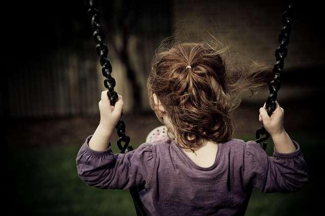 Les pyréthrinoïdes présents dans différents produits comme les antipoux sont associés à une baisse de performance cognitive chez l'enfant. © -JosephB-, Flickr, CC by-nc-nd 2.0