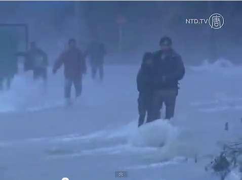 La province du Sichuan, en Chine, subirait son troisième épisode d'inondation depuis le début du mois. Le 12 juillet, 3.200 habitations avaient déjà été détruites. © NTDTV, YouTube