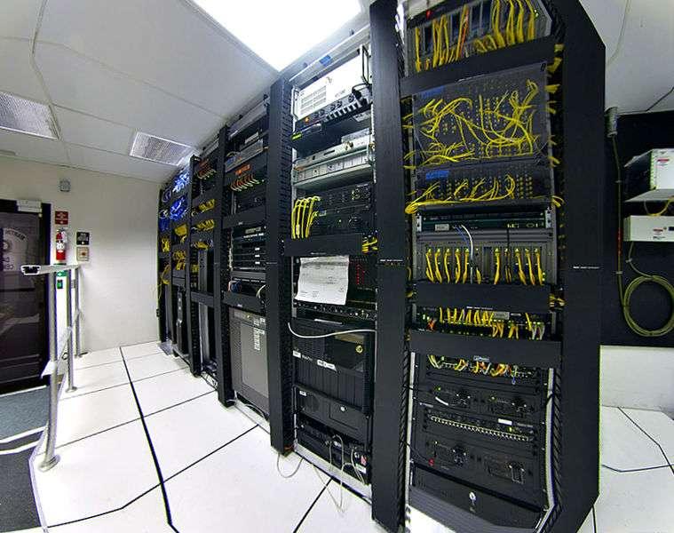 Les datacenters ne sont utilisés au maximum de leurs capacités que ponctuellement. Le logiciel libre Entropy concentre ce fonctionnement pour éteindre les serveurs inutiles. © Gregory Maxwell, licence GNU