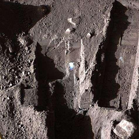 Une des dernières images en couleurs du sol martien avant l'arrêt des instruments. Crédit Nasa