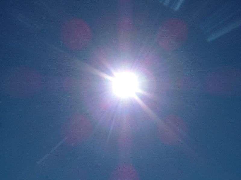 L'intensité du rayonnement solaire n'est pas constante au cours du temps, puisqu'elle est étroitement liée à l'activité de notre astre. Elle est par exemple plus importante durant les éruptions solaires. © Lykaestria, Wikimedia Commons, cc by sa 3.0
