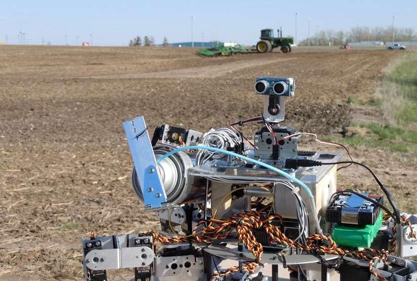 Prospero pourrait aider les agriculteurs à augmenter le rendement de leurs terres grâce à un meilleur ensemencement. Le cerveau de Prospero comprend un processeur composé de 8 cœurs de 32 bits et produit par la firme Parallax. © David Dorhout