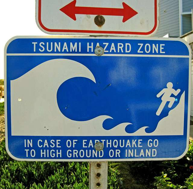 Attention au tsunami. © Coco et Jo, Flickr CC BY-SA 2.0