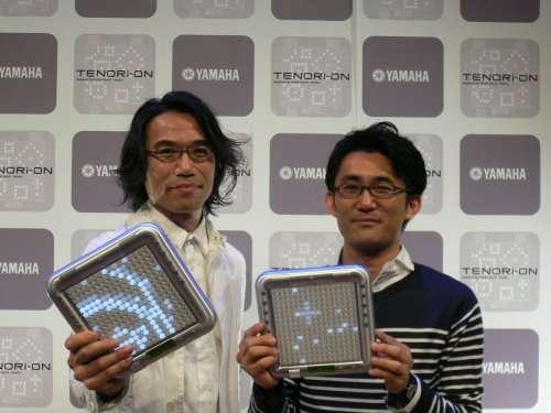 Toshio Iwai (à gauche), un musicien qui a contribué au développement de l'instrument, et Yu Nishibori, responsable du projet. © Yamaha