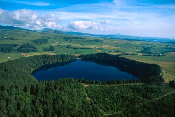 Le Lac Pavin. © ADDT63/Y. Arthus-Bertrand