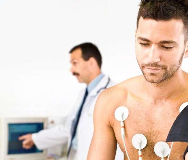 Lors de la récupération rapide après chirurgie (RRAC), le patient est en position verticale et devient ainsi « acteur de sa guérison ». © Stocklite, shutterstock.com