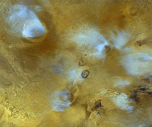 Nuages dans la région de Tharsis. Crédit NASA/JPL.