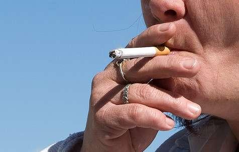 La France compte près de 16 millions de fumeurs. La dépendance au tabac est très forte et aucune solution miracle n'existe pour le moment. Une mutation génétique pourrait expliquer pourquoi certaines personnes ont tendance à fumer davantage que les autres. © Tiffa Day, Flickr, CC by 2.0