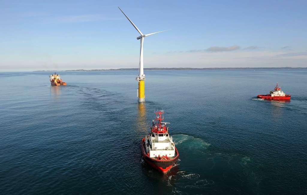 Inaugurée en 2009, cette éolienne flottante Hywind sera peut-être un jour ancrée sur une sphère de stockage Ores. Sa production sera alors mieux exploitée. © Øyvind Hagen, Statoil ASA