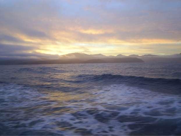 Coucher de soleil sur les îles Crozet. © Ian Salter