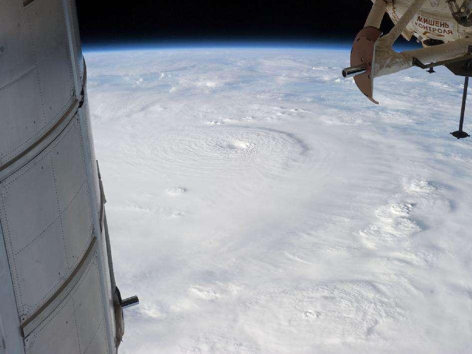 Cette image de l'ouragan Bopha a été prise par le commandant Kevin Ford le 2 décembre 2012 depuis la Station spatiale internationale. Au 6 décembre, on comptait 200.000 sans-abri à la suite du passage de l'ouragan. © Nasa