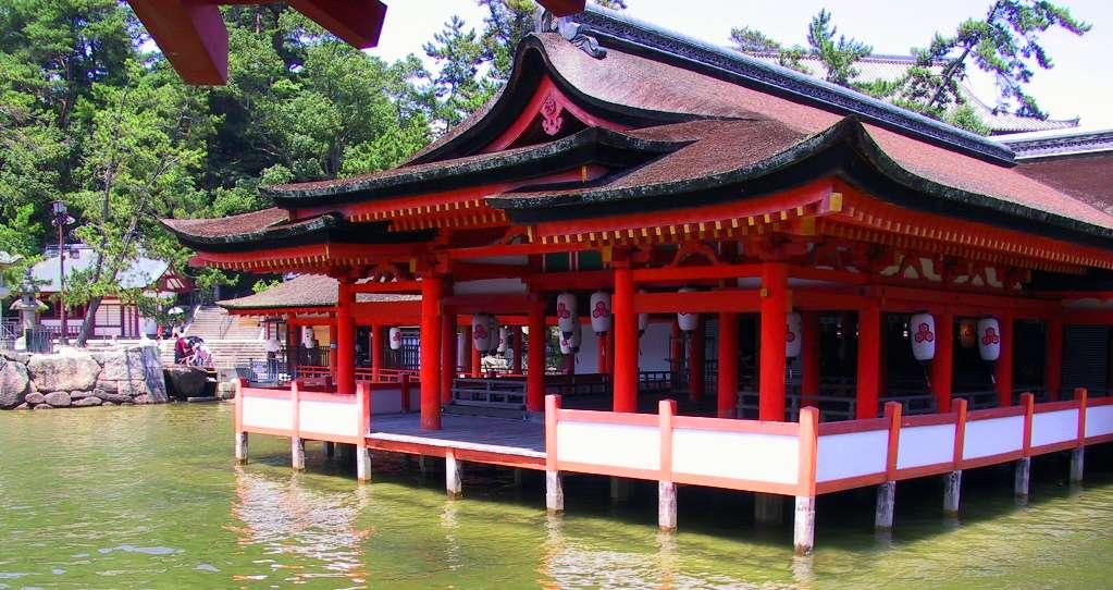 Le sanctuaire d'Itsukushima à marée haute. © Rdsmith4, Wikimedia Commons, cc by nc sa 2.5