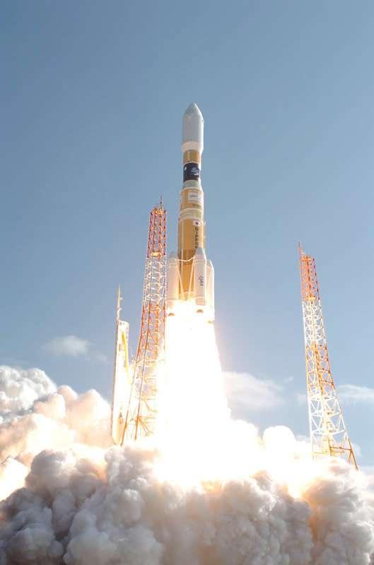 Utilisé pour la deuxième fois, un lanceur H-2B a lancé avec succès le deuxième exemplaire de l'HTV japonais. Baptisé Kounotori (« cigogne » en japonais), ce véhicule de ravitaillement automatique doit rejoindre la Station pour y rester amarré pendant 30 jours. © Jaxa