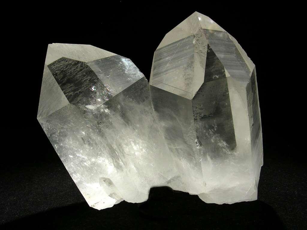 Cette échantillon de cristal de roche fait penser aux cristaux mémoires du Superman de Richard Donner en 1978. On peut désormais imaginer stocker des informations dans des objets en verre taillés pour leur ressembler. © L.Carion-www.carionmineraux.com
