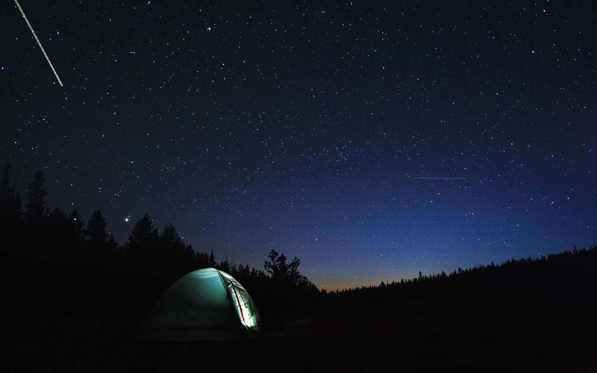 Camper dans la nature à l'occasion des Perséides est une magnifique façon de les observer. © shoenberg3, Adobe Stock