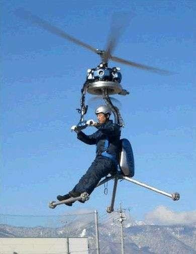 Le BDH-4 piloté par son inventeur, M. Yanagisawa. Crédit Esco