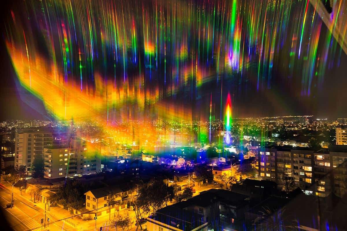 Cette photo montre les différentes sources lumineuses de la ville en fonction de leur longueur d'onde. © Juan Carlos Munoz, Twitter