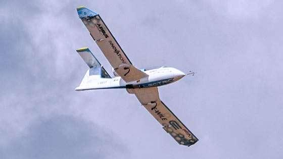 L'E-Fan, monoplace à motorisation électrique, est un prototype étudié par Airbus pour servir de base à un avion d'école biplace puis, éventuellement, à un quadriplace. © Airbus