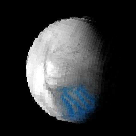 La glace, qui apparaît ici en bleu sur cette photo prise par Cassini en juillet 2005, est située exactement au niveau des rayures de tigre. Crédit Nasa