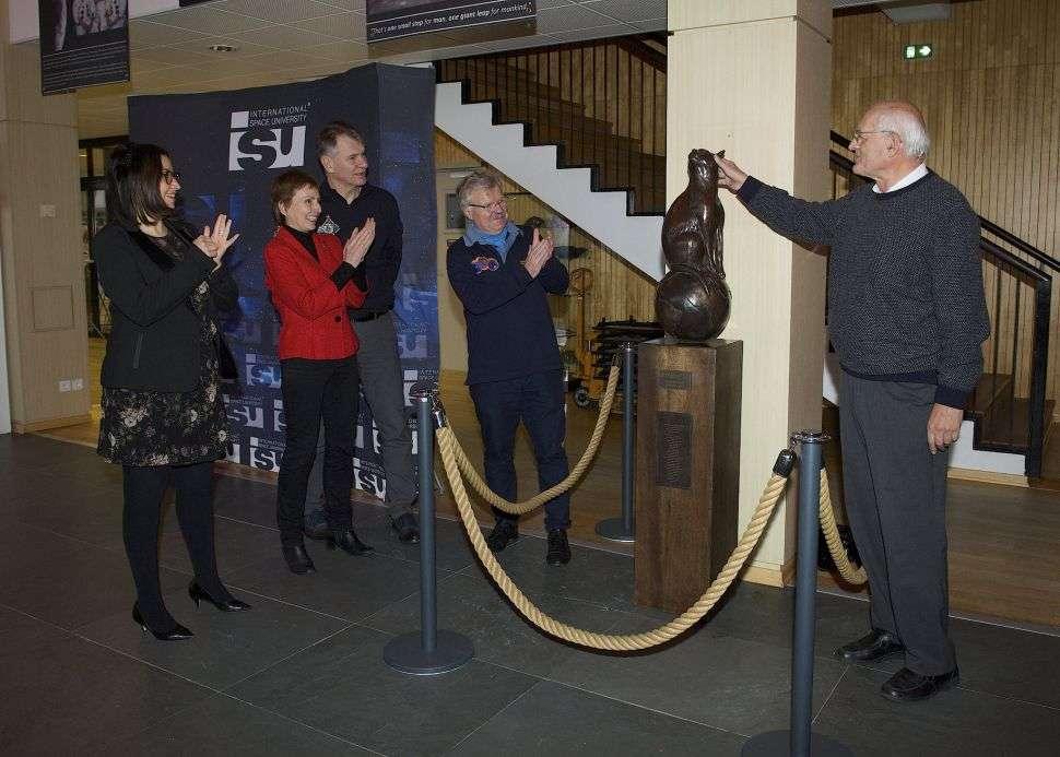 Inauguration du mémorial de Félicette, première et unique chatte à avoir effectué un aller-retour dans l'espace, à l'International Space University de Strasbourg. © Courtesy of ISU, Photo Expression