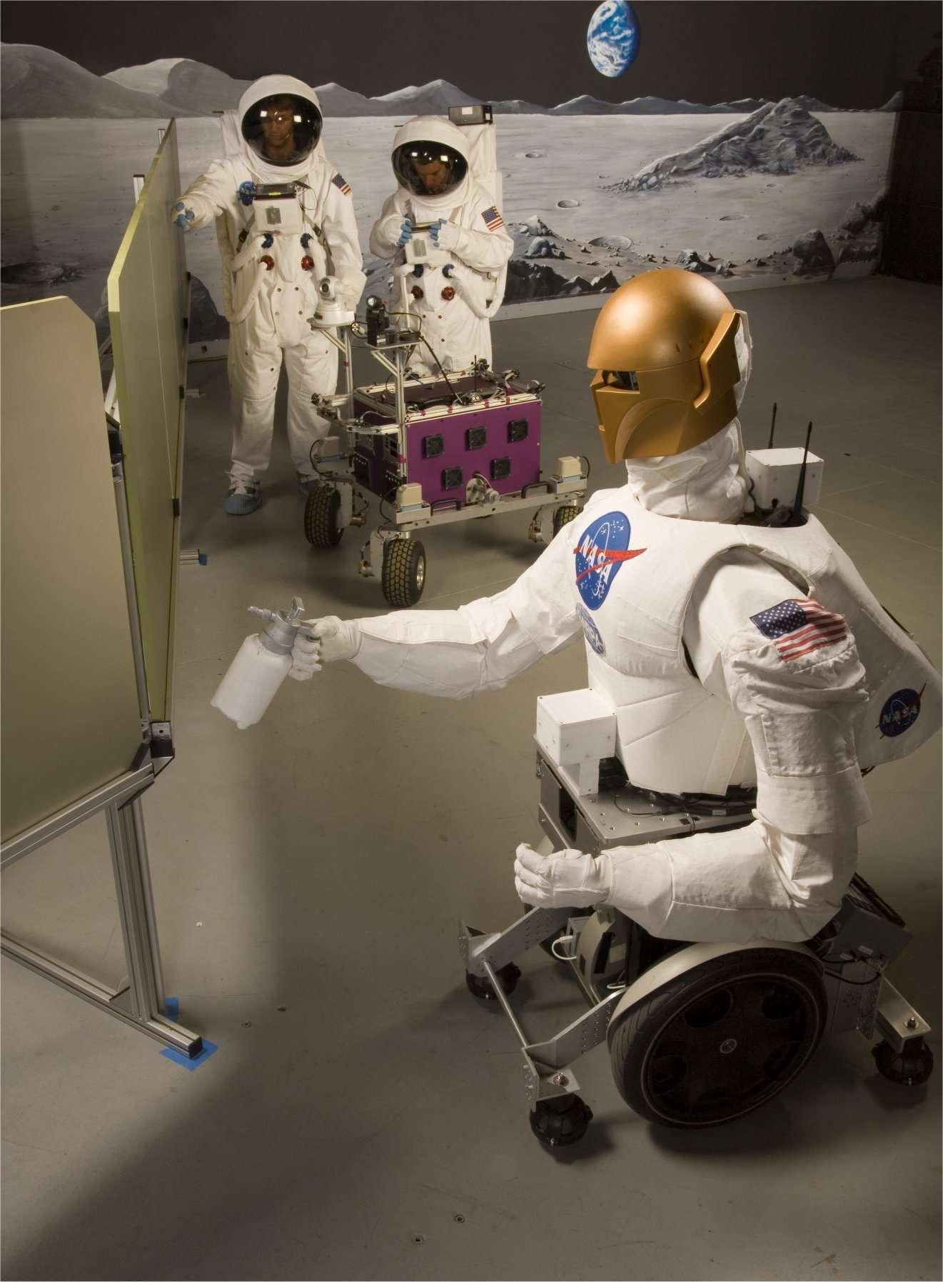 Robonaut, un robot de la Nasa (et apporté dans la Station spatiale internationale le 26 février 2011) pour tester les interactions entre les astronautes et une machine anthropoïde. © Nasa