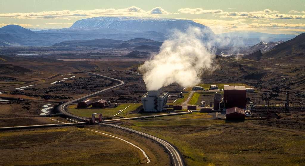 La centrale islandaise de Krafla a été la première à exploiter la géothermie à grande échelle. De nos jours, elle alimente environ 20 % de la population de l'île en électricité. © IceNineJon, Flickr, cc by nc nd 2.0
