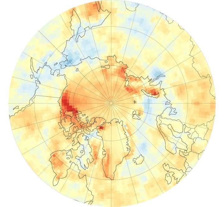 Données acquises entre 2000 et 2014 par plusieurs satellites de la Nasa. Sur cette carte de l'Arctique, on peut visualiser les variations de l'absorption du rayonnement solaire. Les valeurs les plus élevées (jusqu'à 50 watts par m2) sont en rouge. Ces tendances corroborent les observations de la diminution de la banquise dues à un réchauffement important de l'air dans cette région. © Nasa