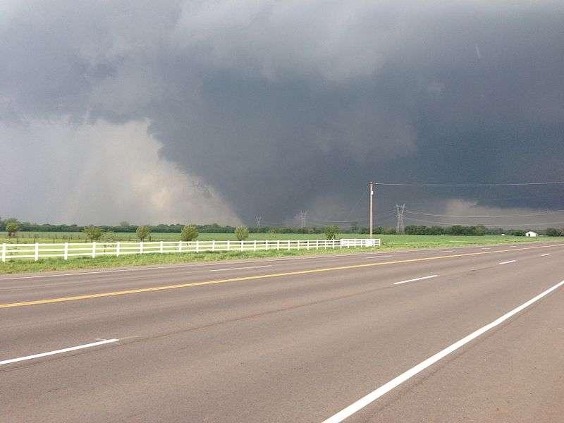 Dans l'Oklahoma, la ville de Moore a déjà été touchée par une tornade de catégorie EF-5, la plus importante d'entre toutes, en 1999. Ses vents auraient atteint 512 km/h. © Ks0stm, Wikimedia commons, cc by sa 3.0