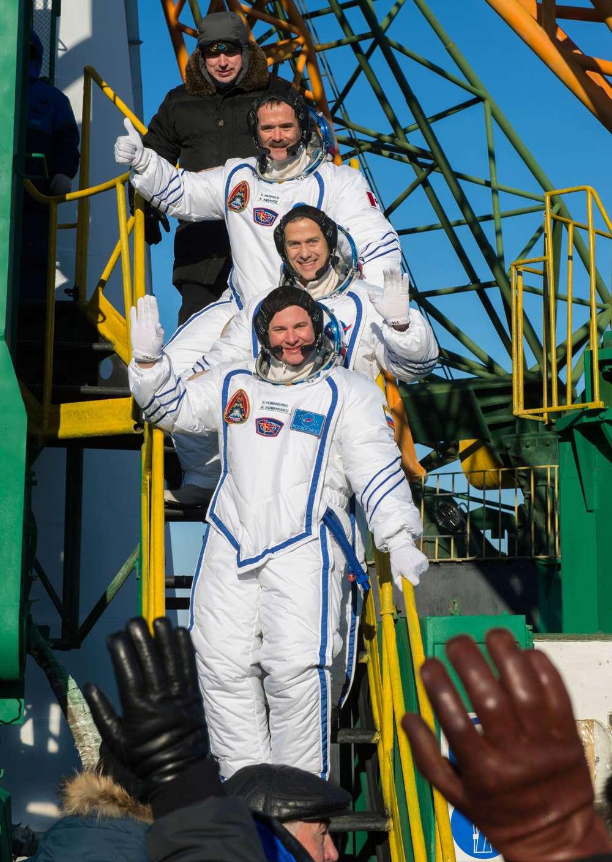 Les trois membres d'Expedition 34-35 avec, de haut en bas, l'astronaute canadien Chris Hadfield, l'Américain Tom Marshburn et le Russe Roman Romanenko. © Carla Cioffi, Nasa