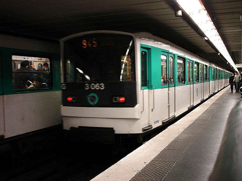 En 2009, on estimait à 4 millions le nombre de personnes qui empruntaient quotidiennement les 215 km de réseau du métro parisien. Pour combien de ppm de particules fines PM10 ? © Clicsouris, cc by sa 30