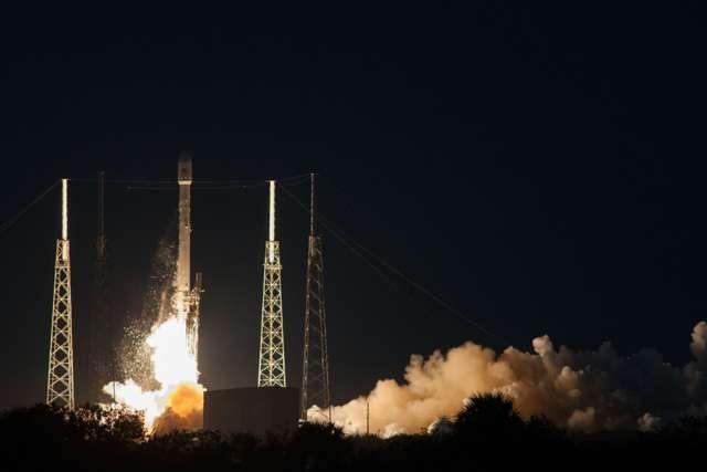 Le Falcon 9 v1.1 au décollage, sur le pas de tir SLC-40 de Cap Canaveral. Les paramètres étaient « nominaux », comme disent les ingénieurs astronautiques. © SpaceX