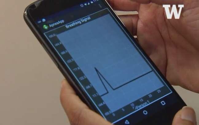L'application ApneaApp mise au point à l'université de Washington (États-Unis) permet d'analyser le sommeil d'une personne pour détecter si elle souffre d'apnée du sommeil. © University of Washington, YouTube
