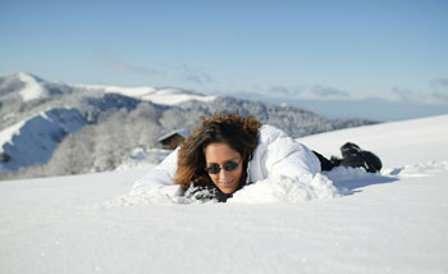 Baume à lèvre, crème solaire, lunettes... Protégez-vous du soleil durant les sports d'hiver ! © Phovoir