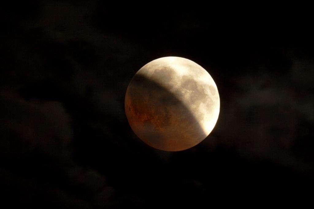 L'éclipse de Lune du 16 août 2008. © G. Bauza