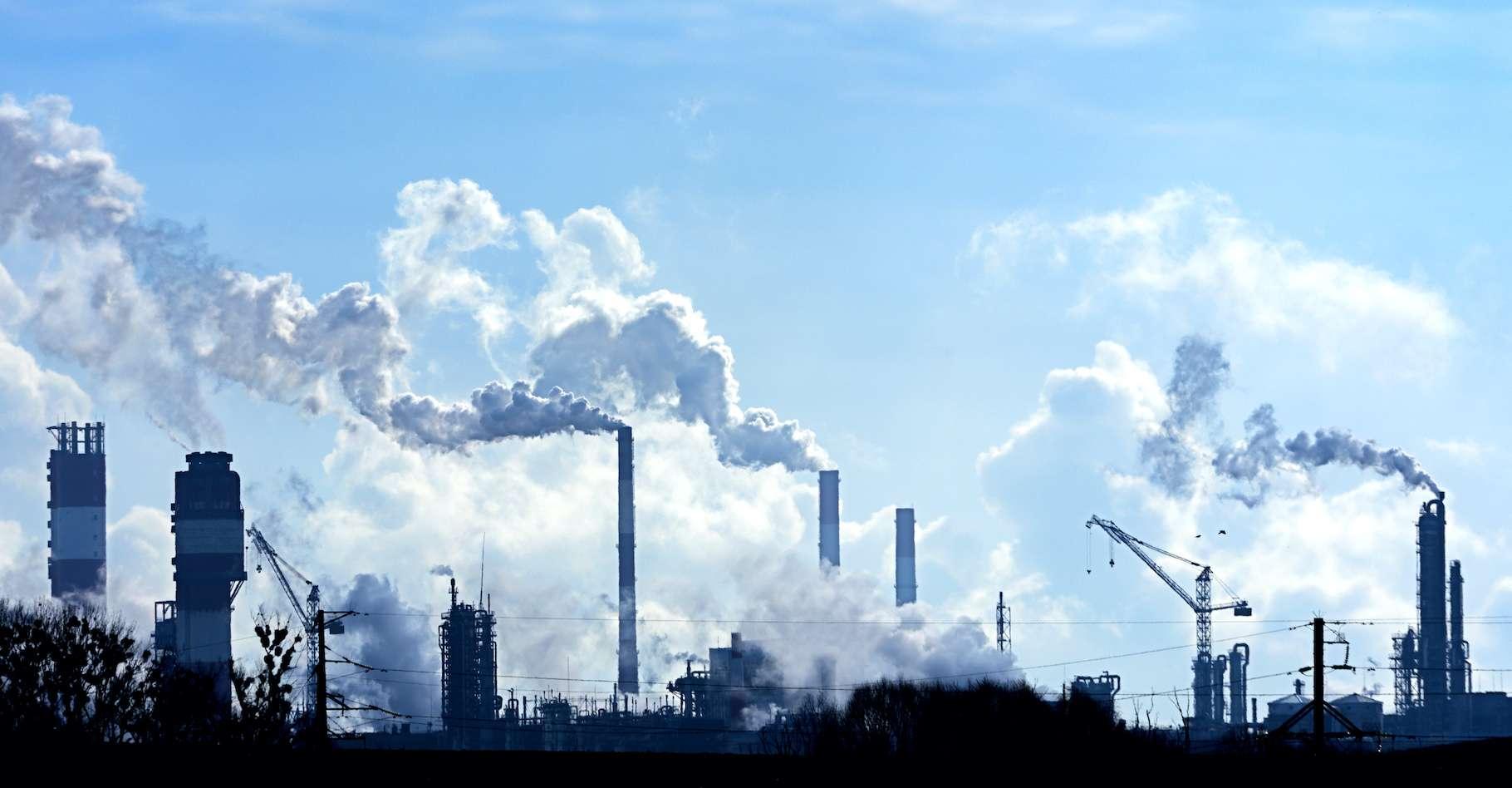 Pendant le confinement imposé par la crise du coronavirus, l'activité économique s'est mise en sommeil. Avec elle, les émissions de CO2. Mais le taux de ce gaz à effet de serre dans l'atmosphère continue de grimper. © Vital, Adobe Stock
