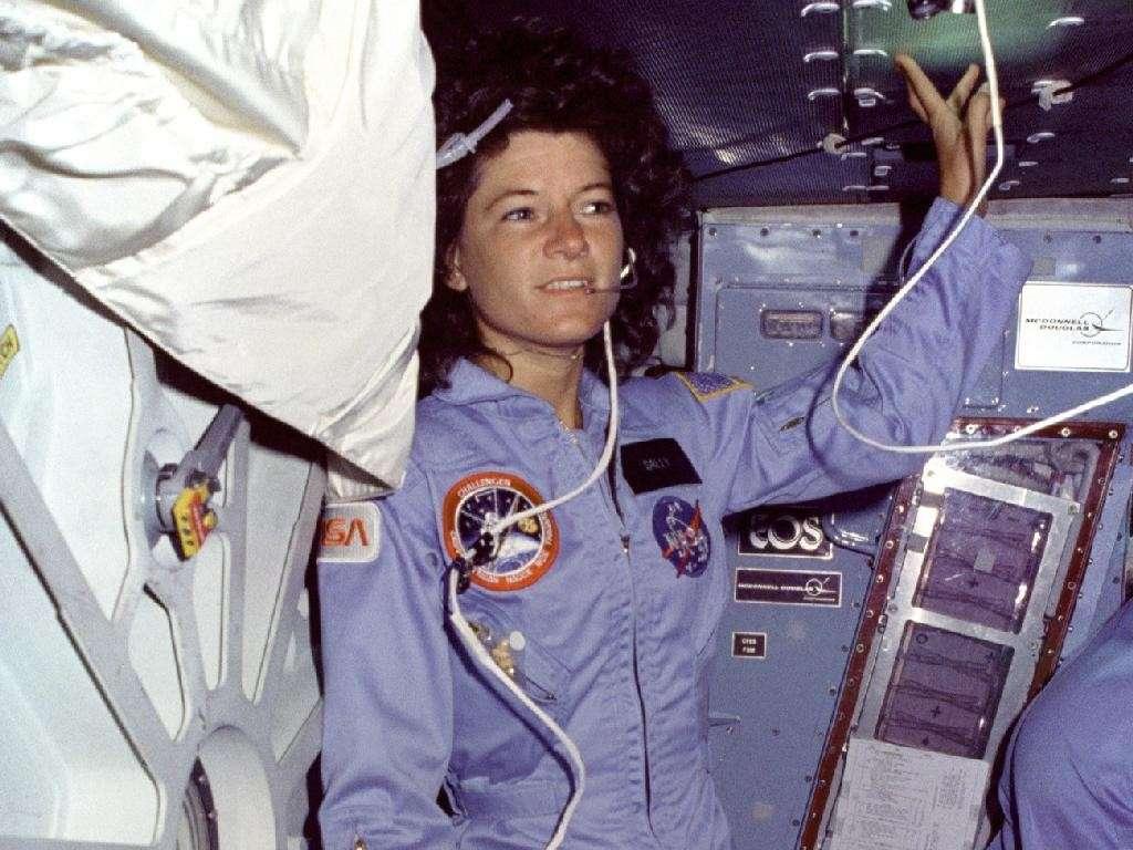 Sally Ride en 1983 à bord de la navette Challenger. Elle a succombé à un cancer du pancréas à l'âge de 61 ans. © Nasa
