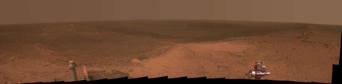 La caméra Pancam d'Opportunity a réalisé ce panorama de 245 ° sur le cratère Endeavour (22 km de diamètre), le 6 janvier 2015 lors de son 3.894e jour de présence sur Mars (Sol 3.894). © Nasa, JPL-Caltech, Cornell University, Arizona State University
