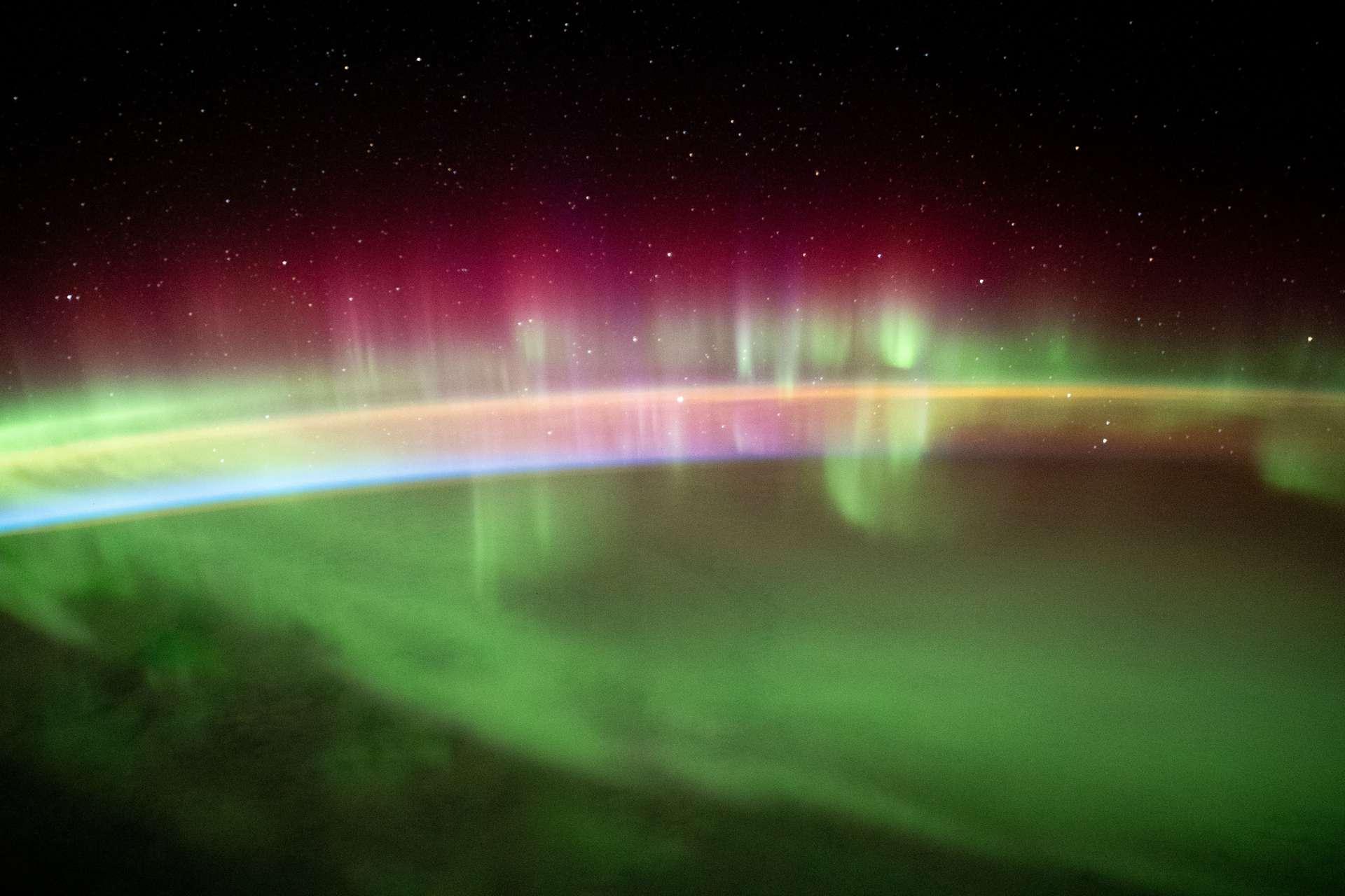 Aurora australis photographiée de le Station spatiale entre l'océan Indien et l'Antarctique. © Nasa